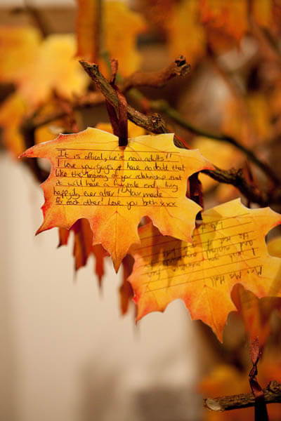 Use autumn leaves as an alternative to a wedding guest book