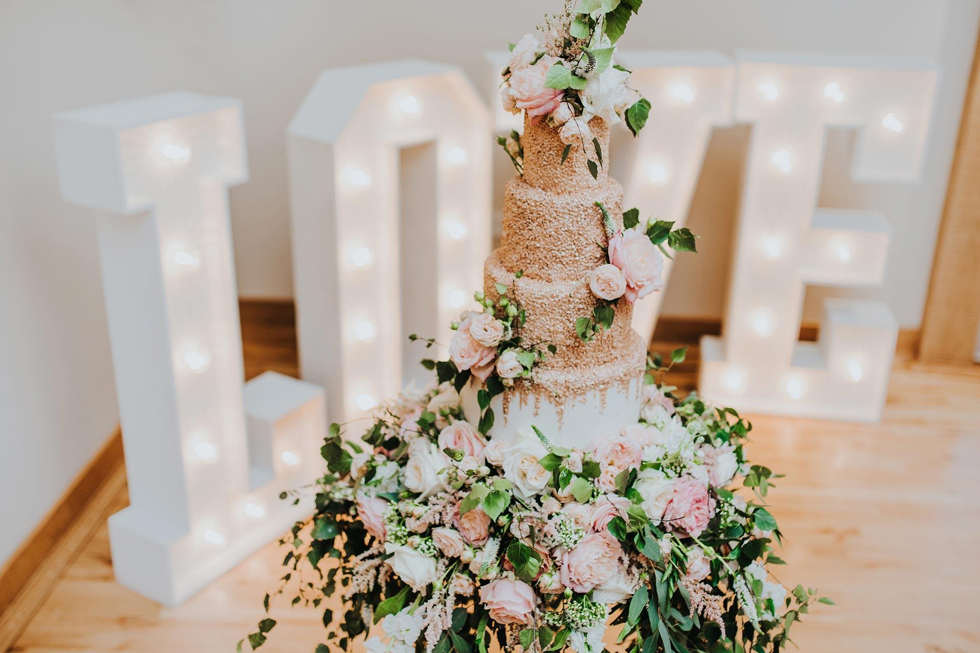 Wedding Cake Ideas For A Barn Wedding Bassmead Manor Barns